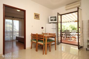 Muline, Dining room in the apartment, dostupna klima, dopusteni kucni ljubimci i WIFI.