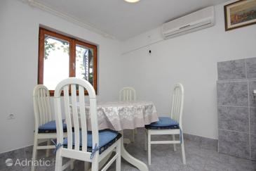 Vis, Dining room in the apartment, air condition available, (pet friendly) and WiFi.
