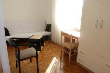 Kukljica, Living room in the studio-apartment, dostupna klima, dopusteni kucni ljubimci i WIFI.