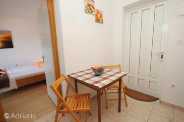 Neviđane, Dining room in the apartment, (pet friendly).