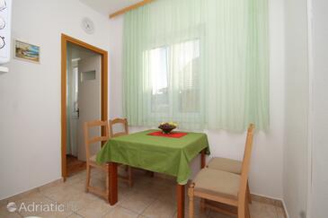 Neviđane, Столовая в размещении типа apartment, доступный кондиционер и Домашние животные допускаются.
