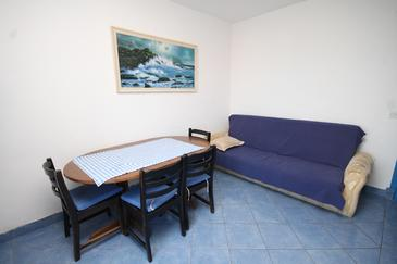 Tkon, Jídelna v ubytování typu apartment, domácí mazlíčci povoleni a WiFi.