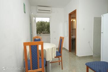 Mala Lamjana, Dining room in the apartment, air condition available, (pet friendly) and WiFi.