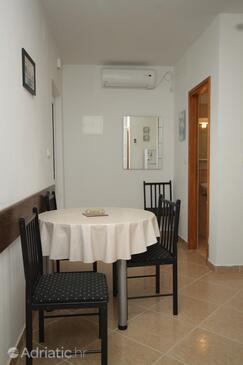 Mala Lamjana, Jídelna v ubytování typu apartment, s klimatizací, domácí mazlíčci povoleni a WiFi.