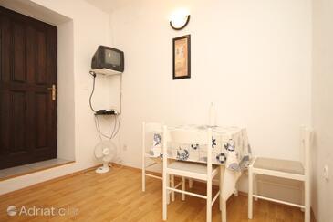 Sušica, Dining room in the apartment, dopusteni kucni ljubimci.