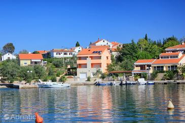 Lukoran, Ugljan, Property 8470 - Apartments near sea with pebble beach.