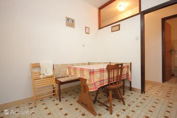 Poljana, Jídelna v ubytování typu apartment.