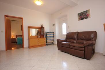 Sutomišćica, Obývací pokoj v ubytování typu apartment, dopusteni kucni ljubimci i WIFI.