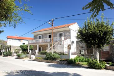 Sutomišćica, Ugljan, Property 8474 - Apartments near sea with sandy beach.
