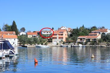 Lukoran, Ugljan, Объект 8475 - Апартаменты вблизи моря с галечным пляжем.