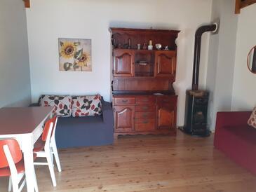 Čerenje, Obývacia izba v ubytovacej jednotke house, domáci miláčikovia povolení.