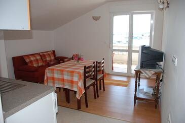 Kukljica, Jídelna v ubytování typu apartment, s klimatizací a WiFi.