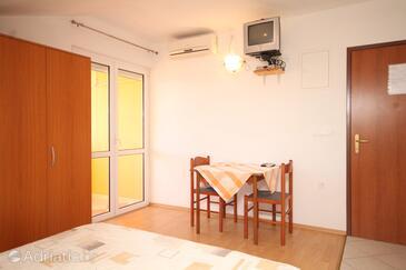 Kukljica, Jídelna v ubytování typu studio-apartment, s klimatizací a WiFi.
