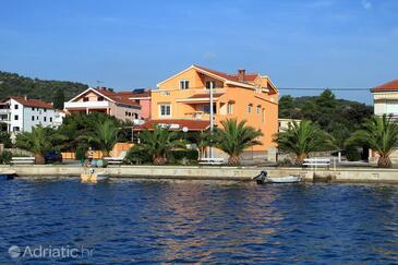 Kukljica, Ugljan, Szálláshely 8478 - Apartmanok a tenger közelében kavicsos stranddal.