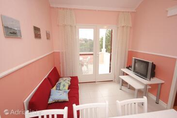 Ugljan, Living room in the apartment, dostupna klima i dopusteni kucni ljubimci.