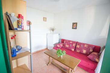 Lanđin, Obývací pokoj v ubytování typu house, domácí mazlíčci povoleni.