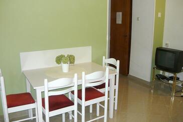 Kukljica, Dining room in the apartment, dostupna klima.