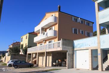 Seget Vranjica, Trogir, Объект 8507 - Апартаменты с галечным пляжем.