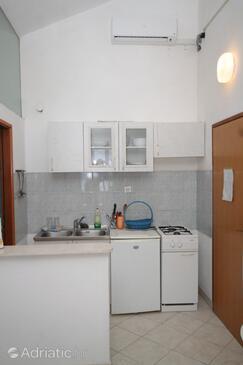 Vis, Kitchen in the studio-apartment, dostupna klima.