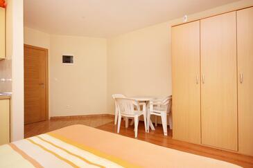 Turanj, Jadalnia w zakwaterowaniu typu studio-apartment, dopusteni kucni ljubimci i WIFI.