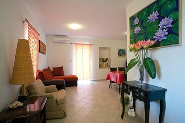Poljana, Living room in the apartment, dostupna klima i WIFI.