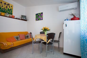 Poljana, Jídelna v ubytování typu apartment, s klimatizací a WiFi.
