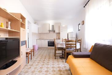 Vis, Dnevni boravak u smještaju tipa apartment, dostupna klima i WiFi.