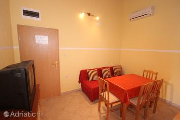 Vis, Dining room in the apartment, air condition available and WiFi.