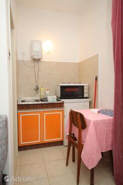 Dubrovnik, Kitchen in the studio-apartment.