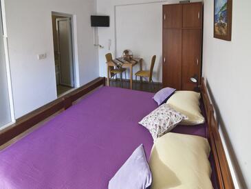Dubrovnik, Sufragerie în unitate de cazare tip studio-apartment, WiFi.