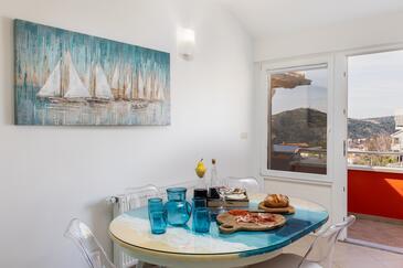 Mlini, Dining room in the apartment, dostupna klima i WIFI.