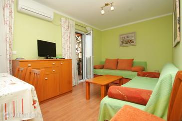 Mlini, Living room in the apartment, dostupna klima i WIFI.