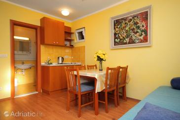 Mlini, Dining room in the studio-apartment, WiFi.