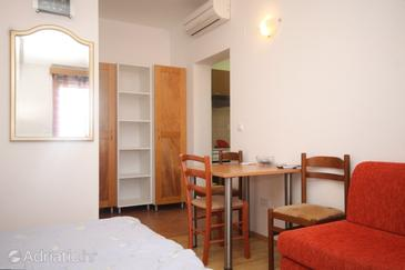 Cavtat, Dining room in the studio-apartment, air condition available, (pet friendly) and WiFi.