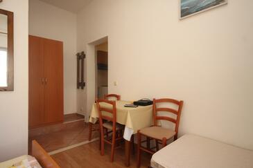 Cavtat, Jídelna v ubytování typu studio-apartment, domácí mazlíčci povoleni a WiFi.