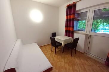 Mlini, Dining room in the apartment, air condition available and WiFi.