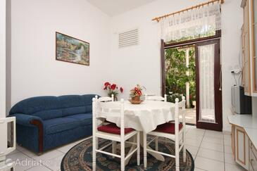 Biograd na Moru, Dining room in the apartment, air condition available and WiFi.