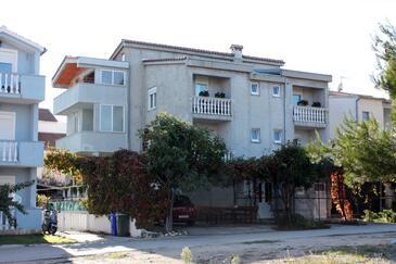Biograd na Moru, Biograd, Obiekt 859 - Apartamenty ze żwirową plażą.
