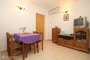 Slano, Dining room in the apartment, dostupna klima.