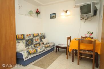 Slano, Dining room in the studio-apartment, dostupna klima.