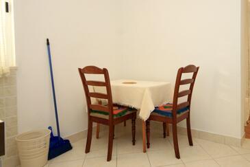 Slano, Dining room in the studio-apartment, dopusteni kucni ljubimci i WIFI.