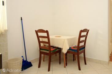 Slano, Dining room in the studio-apartment, dopusteni kucni ljubimci i WIFI.