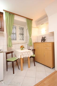 Dubrovnik, Dining room in the studio-apartment, dostupna klima i WIFI.