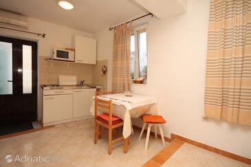 Cavtat, Dining room in the studio-apartment, dostupna klima i WIFI.