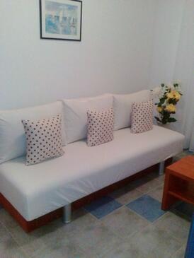 Seget Vranjica, Obývací pokoj v ubytování typu apartment, domácí mazlíčci povoleni a WiFi.