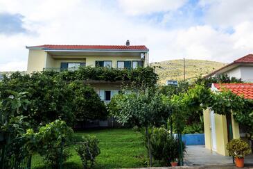 Seget Vranjica, Trogir, Property 8618 - Apartments with pebble beach.