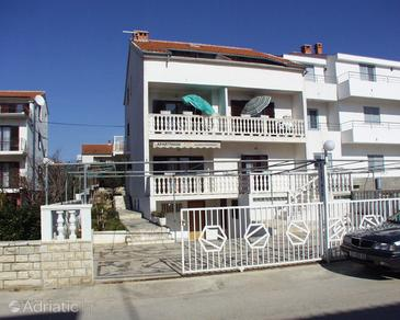 Biograd na Moru, Biograd, Property 862 - Apartments near sea with pebble beach.