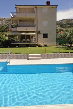 Tugare, Omiš, Property 8620 - Apartments with sandy beach.
