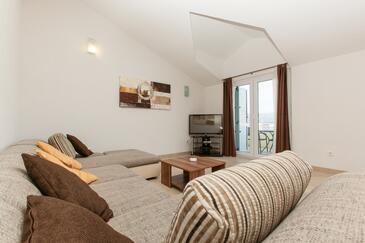 Okrug Gornji, Obývacia izba v ubytovacej jednotke apartment, dostupna klima i WIFI.