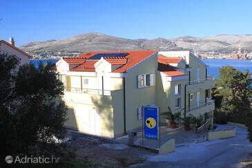 Okrug Gornji, Čiovo, Property 8626 - Apartments near sea with pebble beach.
